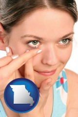 missouri a young woman inserting a contact lens
