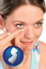 new-jersey a young woman inserting a contact lens