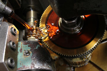 lubricating oil in machinery