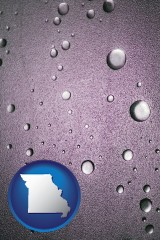mo map icon and water droplets on a shower door