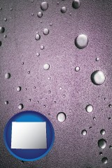 wy map icon and water droplets on a shower door
