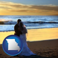 missouri map icon and a beach wedding at sunset